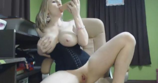 Britneyathome Massive Boobs MILF Cam