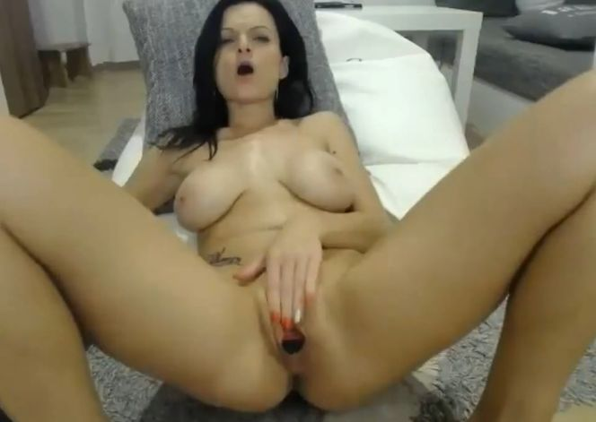 Micheleom Hot Mom Playing With Her Pussy