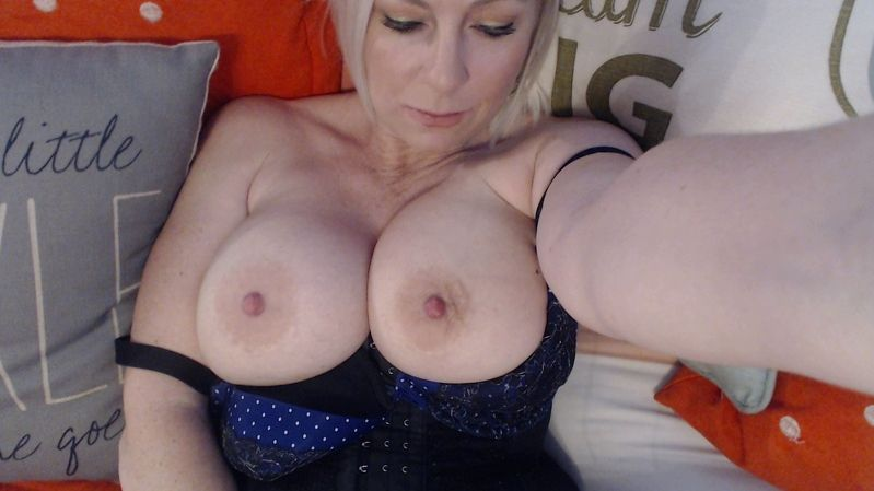 britneyathome Hot Housewife Cam Girl